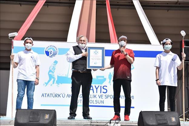 19 Mayıs'ta Gençlerden Dünyanın En Büyük Resim Rekoru