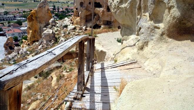 Kapadokya'da Tarihi Kiliseye Giden Köprü Yıkıldı