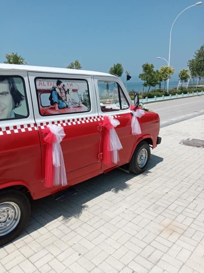 Çiçek Abbas Filmindeki Minibüsü Yapmak İçin 60 Bin TL Harcadı