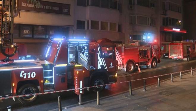İstanbul Devlet Tiyatrosu'nda Çıkan Yangın Paniğe Neden Oldu