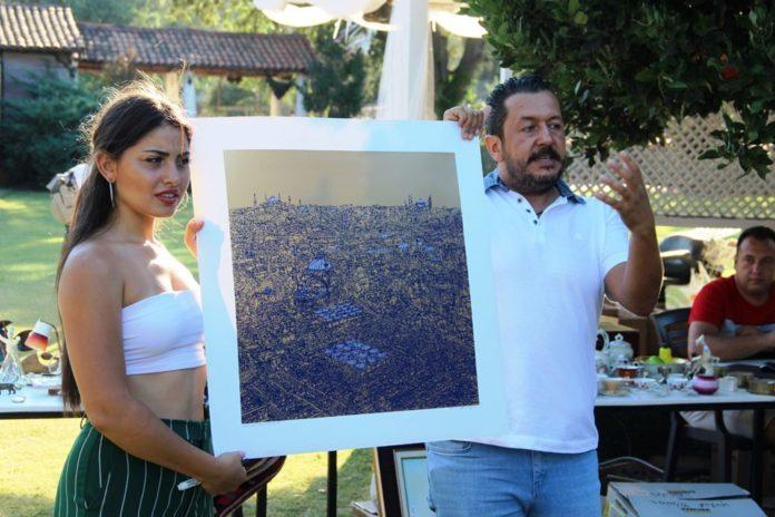 Şarkıcı Bora Gencer Devrim Erbil'in Tablosunu Aldı