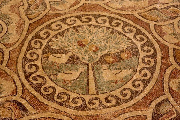 1800 Yıllık Elma Mozaiği Sergilenmeye Başladı