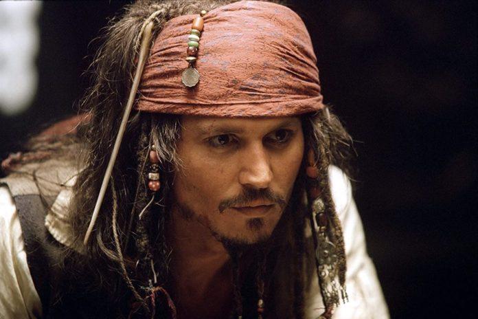 Johnny Depp Tahtını Margot Robbie'ye Kaptırabilir (Karayip Korsanları Hakkında Her Şey)