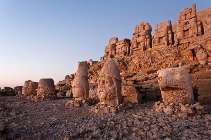 Kralların ve Tanrıların Taşlaştığı Yer Nemrut