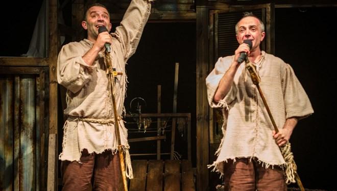 Bir Baba Hamlet ve Basit Bir Ev Kazası KüçükÇiftlik Bahçe Tiyatrosu'nda