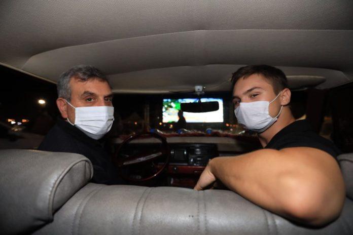 Şanlıurfa'da Naim Filmi Oyuncusu Hayat Van Eck'in de Katıldığı Arabalı Sinema Etkinliği Şanlıurfa'da Naim Filmi Oyuncusu Hayat Van Eck'in de Katıldığı Arabalı Sinema Etkinliği