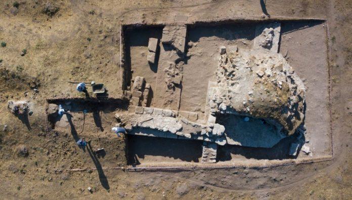 Ahlat İç Kale Kazısında 5 Bin 200 Yıllık Seramikler Bulundu