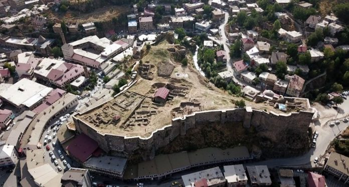 Bitlis Kalesi'nin Kanuni Sultan Süleyman tarafından yenilendiği belirlendi