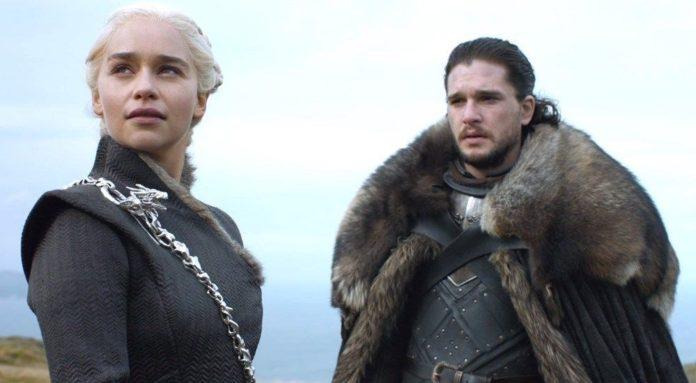 Emilia Clarke: Erkek Oyunculara Ayrıcalıklı Davranıldı