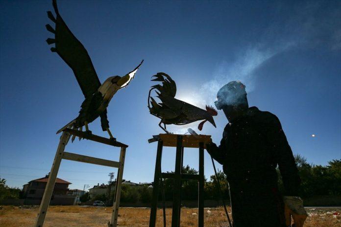 İranlı Heykeltıraş Ali Mutii Hurdaları Sanata Dönüştürüyor