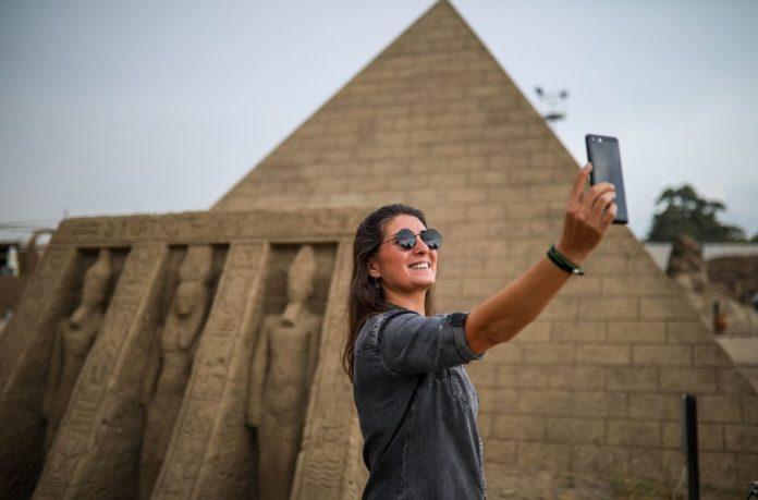 5 Yıldır Ayakta Olan Kumdan Keops Piramidi, Guinness'e Aday