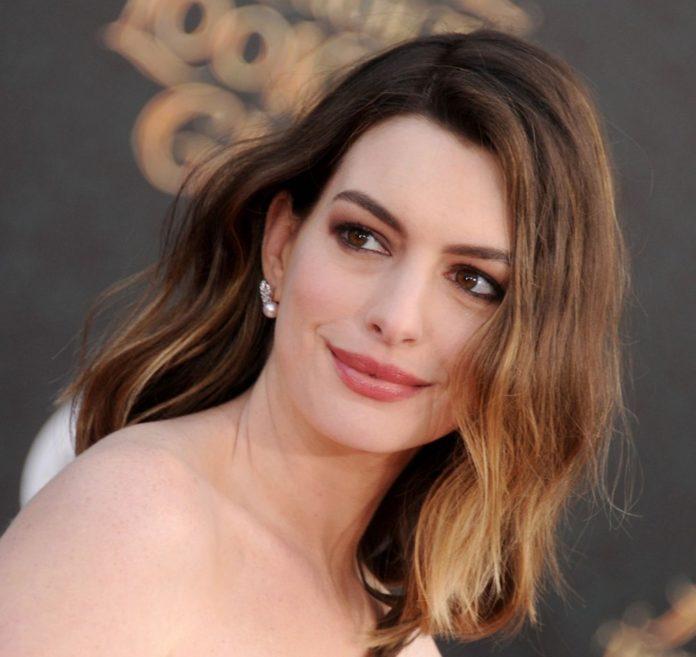 Anne Hathaway The Witches'ın Kamera Arkası Görüntülerini Paylaştı