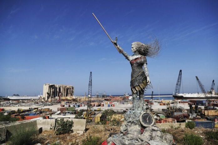 Beyrut Limanı'na Patlamanın Anısına Kırık Cam ve Moloz Yığınlarından Heykel Dikildi