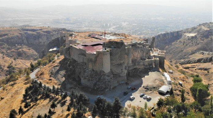 Harput Kalesi'nde 7 Yılda 110 Bin Adet Obje