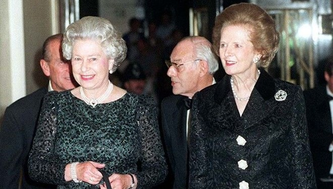 Kraliçe Elizabeth ile Margaret Thatcher'ın Çekişmesi Belgesel Oluyor