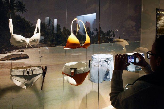 Ursula Andress'in James Bond Bikinisi 500 Bin Dolara Satılıyor