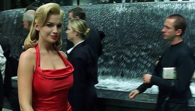 Matrix'teki Kırmızı Elbiseli Kadının Sırrı Çözüldü
