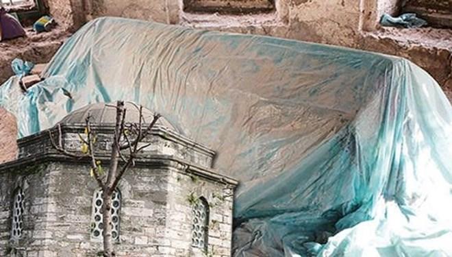 Fatih Tahir Ağa Camisi'nde 5 Asırlık Türbe Bakımsızlığıyla Tepki Çekti