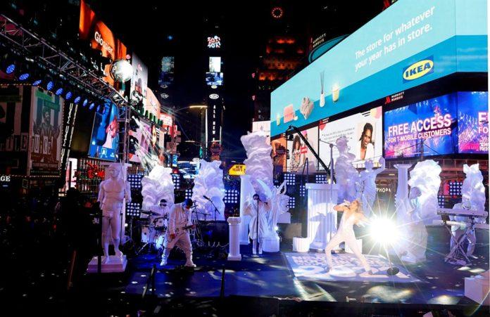 Yeni Yıl Kutlamasına Jennifer Lopez Damgası