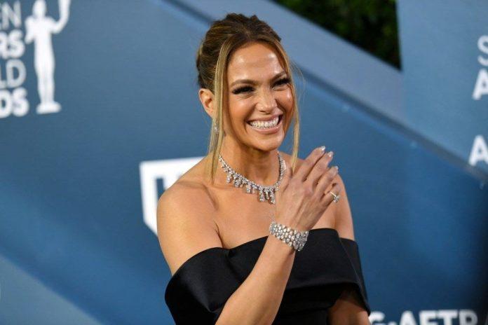 Jennifer Lopez'in Marry Me Filmi Ertelendi