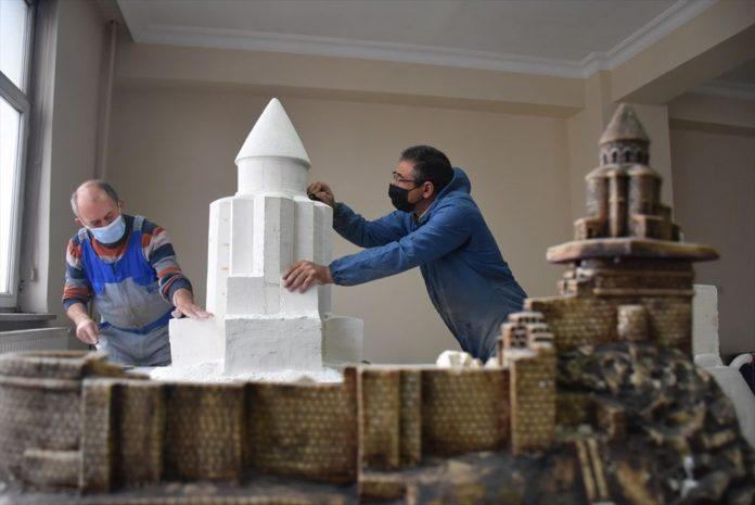 Kars'ın Asırlık Abide Yapıları Minyatüre Dönüştü