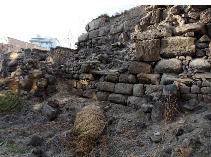 Kayseri'de Tarihi Medrese Harabeye Döndü