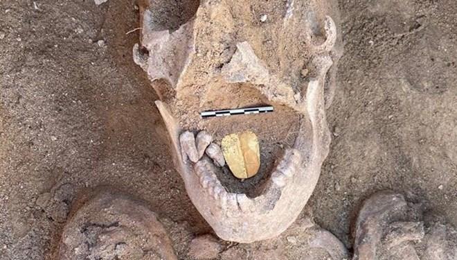 Mısır'da Taposiris Magna Antik Kenti'nde 2 Bin Yıllık Altın Dilli Bir Mumya Keşfi