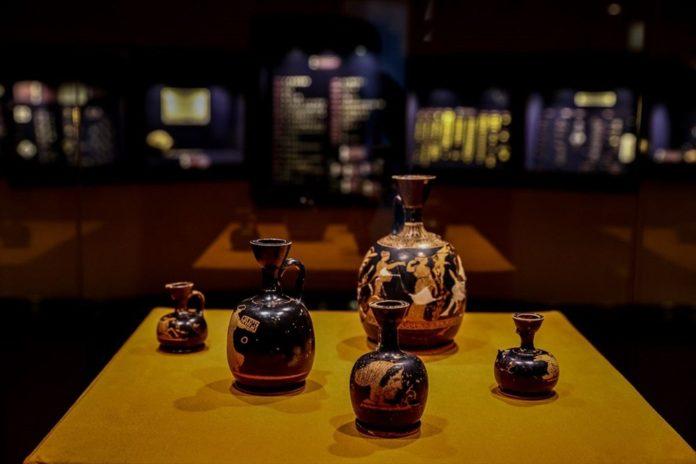 Tarihi 'Parfüm Şişeleri' İlk Kez Sergileniyor