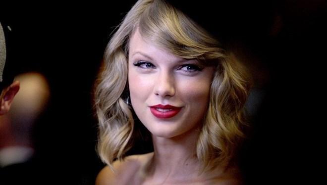 Taylor Swift'in Yeniden Kaydettiği Love Story Şarkısı Liste Başı Oldu