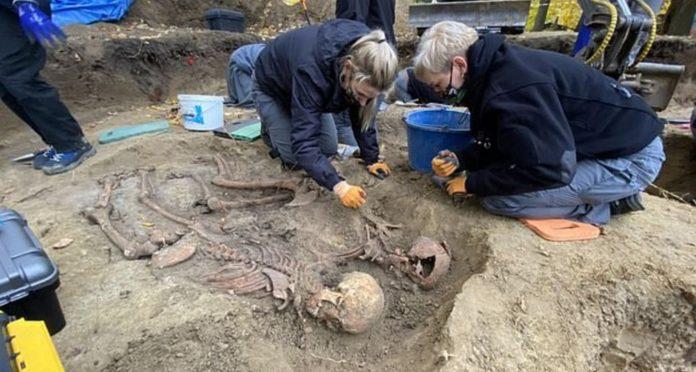 İkinci Dünya Savaşı'nda Öldürülen Katolik Rahibelerin Kemikleri Arkeolojik Kazıda Bulundu
