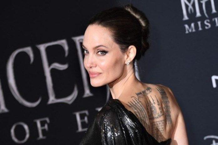 Angelina Jolie'nin Sahip Olduğu Churchill Tablosu Rekor Fiyata Satıldı