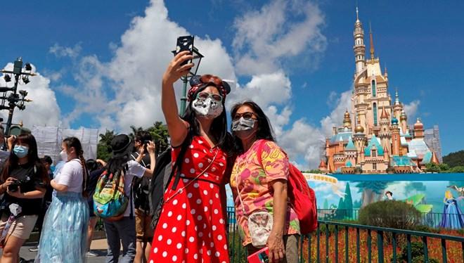 Disney'de Tema Park Çalışanları Cinsiyetsiz Kıyafetler Giyebilecek